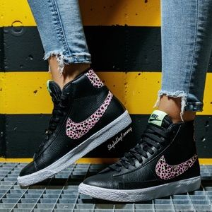 🌸 NIKE Blazer Mid Shoes Sneakers Black Pink New